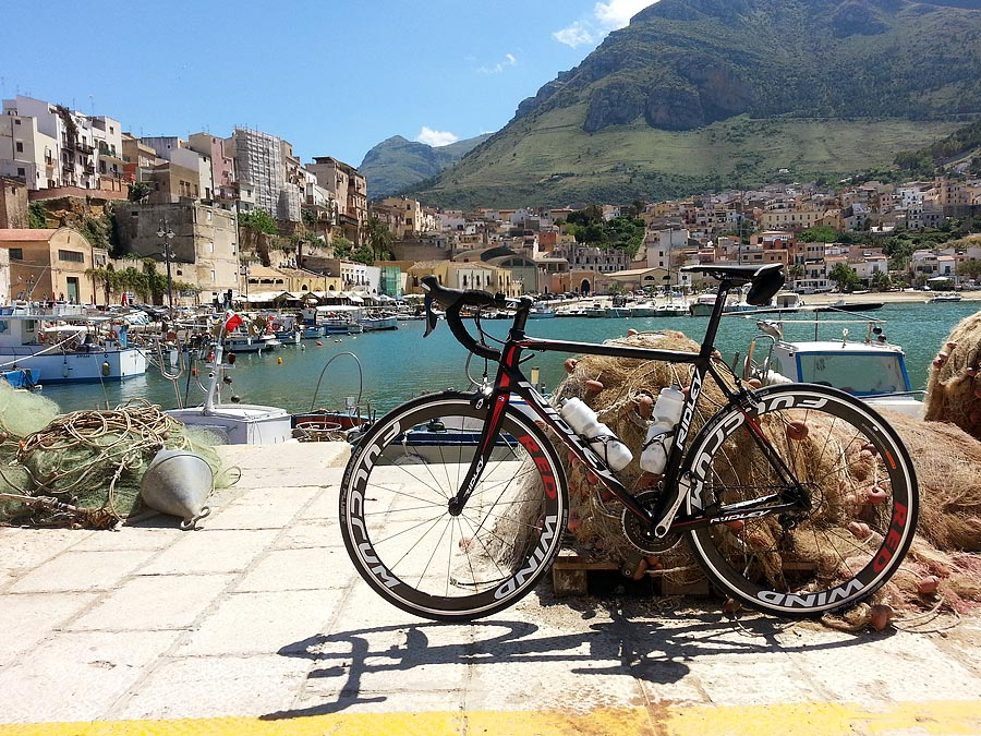 My Ridley Helium SL in the harbor of Castellammare del Golfo