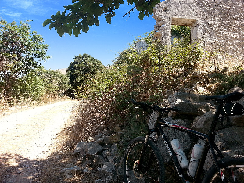 A ruin on the top of the climb near Piano Margi